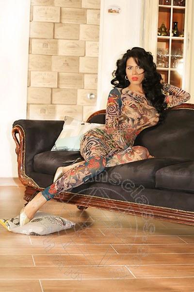 Vania Cubana  MIAMI 001 7863658061